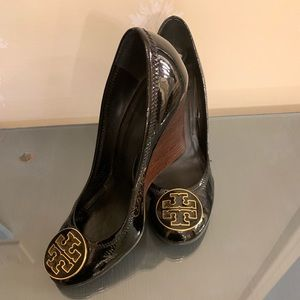 Tory Burch black patent leather wedges 7.5